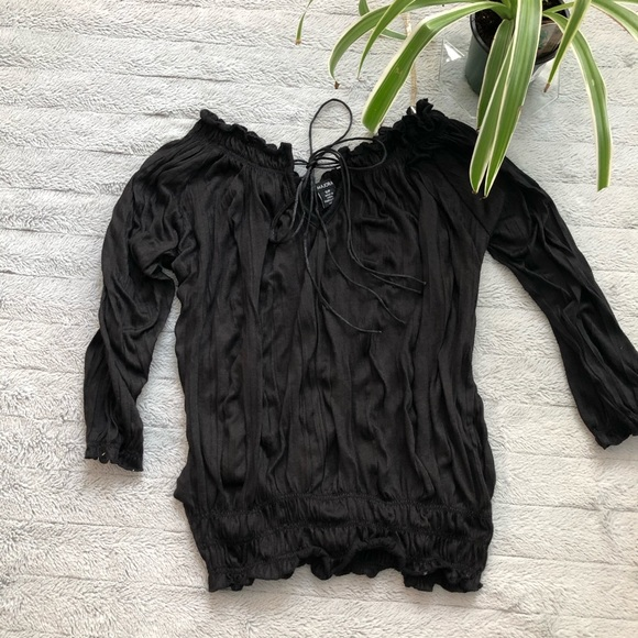 🐾free w/purchase🐾ruffled & ruched black blouse